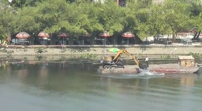 Excavator_rowing_Boat.jpg