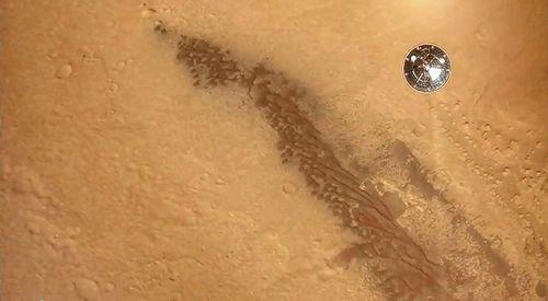 Mars_Curiosity_Descent.jpg