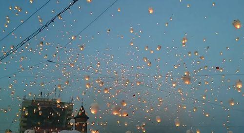 Sky_lanterns_Iasi_01.jpg