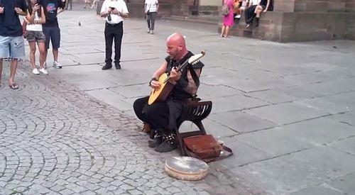 Street_Performer_in_Strasbourg.jpg