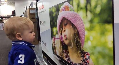 Kid_lands_the_cutest_first_kiss_ever.jpg