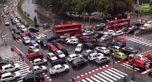 Chaotic_traffic_jam.jpg