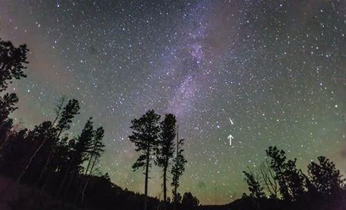 Meteor_explosion_Milky_Way_Timelapse.jpg