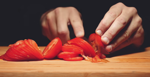cutting_tomato.png