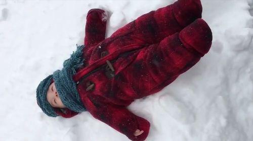 babys_first_snow_impression.jpg