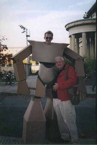 cardboard_suit_01.jpg