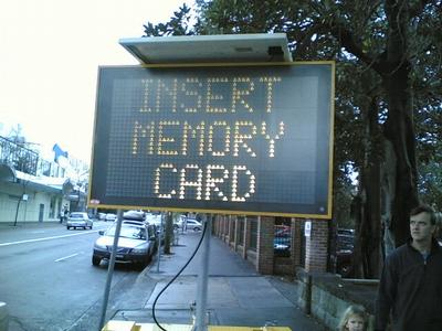 insert_memory_card_04.jpg