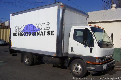 配達トラック社名ロゴ