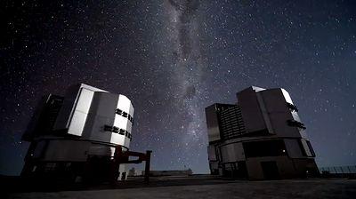パラナル天文台の超大型望遠鏡VL...