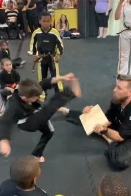 children_in_karate_class.png